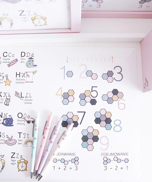 Edukacyjne podkłądki na biurdko dla dzieci SmartEdu